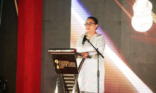 Menteri Pemberdayaan Perempuan dan Perlindungan Anak Yohana Susana Yanbise meberikan sambutan.