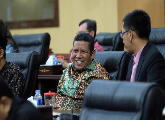 Anggota DPRD Kepri saat Paripurna penyampaian LKPJ 2017 dan Ranperda Barang Milik Daerah