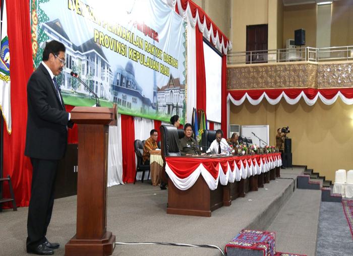 Gubernur Kepri Nurdin Basirun membacakan LKPJ 2017