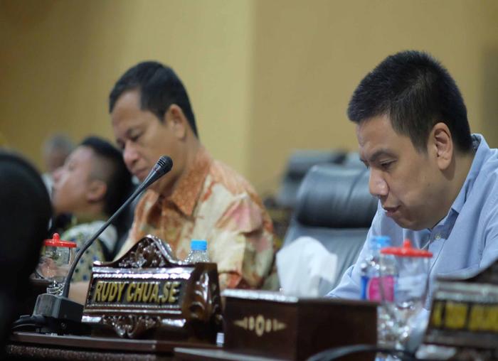 Anggota DPRD Kepri saat Paripurna penyampaian LKPJ 2017 dan Ranperda Barang Milik Daerah(2)