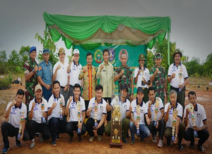 Sejumlah juara dalam berbagai lomba yang dilaksanakan Makorem 033/WP sempena Hari Bumi dan Hari Pohon.