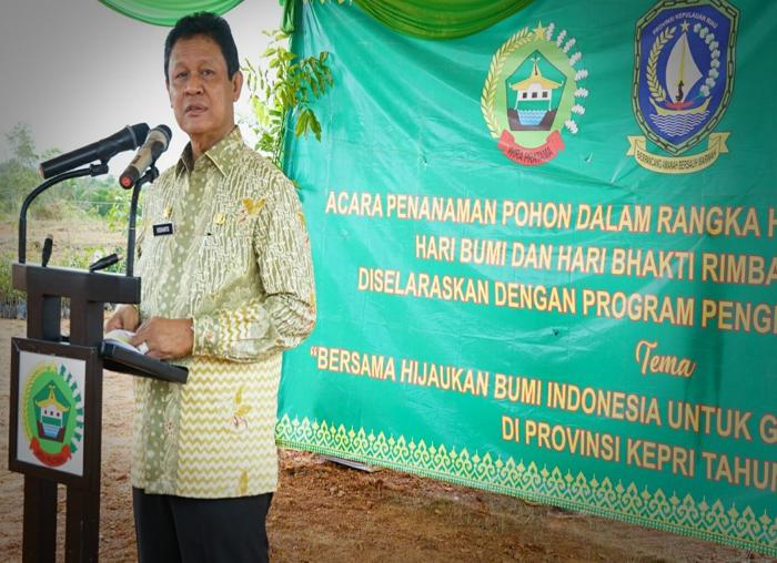 Wagub Isdianto saat memberi sambutan pada acara penanaman pohon di Makorem 033/WP.