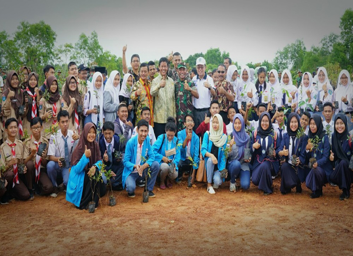 Peringati Hari Bumi dengan Penanaman Pohon, Korem 033/WP juga libatkan mahasiswa dan pelajar.