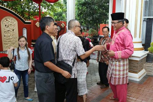 Sekretaris Daerah Kota Tanjungpinang Riono menyambut tamu undangan saat open hause.