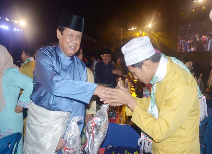 Wakil Gubernur Kepri, Isdianto memberikan selamat kepada peserta