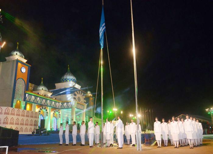 Penurunan bendera MTQ ke VII tingkat Provinsi oleh Paskibraka Kabupaten Lingga