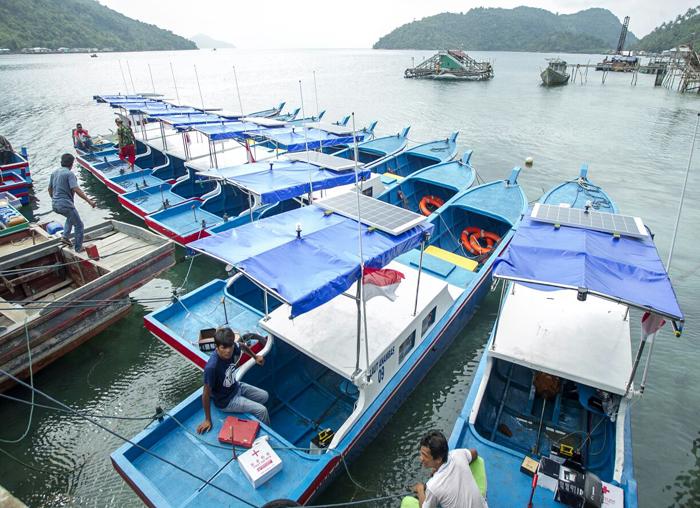 Kapal bantuan yang berada di Pelabuhan Desa Bayat Kecamatan, Palmatak untuk diserahkan secara simbolis kepada masyarakat nelayan