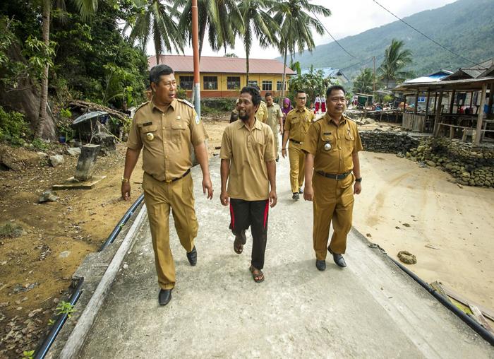 Bupati Kabupaten Kepulauan Anambas bersama rombongan meninjau Desa Bayat Kecamatan Palmatak