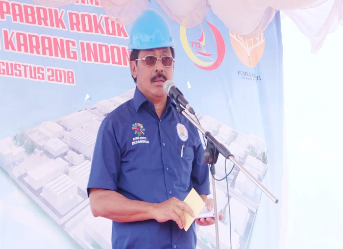Gubernur Kepri Nurdin Basirun menyampaikan sambutan pada peletakan pertama pembangunan pabrik rokok oleh PT MBKI