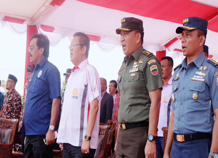 Gubernur Provinsi Kepri Nurdin Basirun dan pejabat lainya saat menyangikan Lagu Indonesia Raya