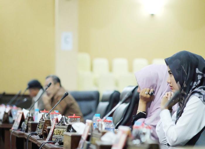 Anggota DPRD dalam Paripurna Laporan Pertanggungjawaban Pelaksanaan (LPP) APBD Tahun anggaran 2017