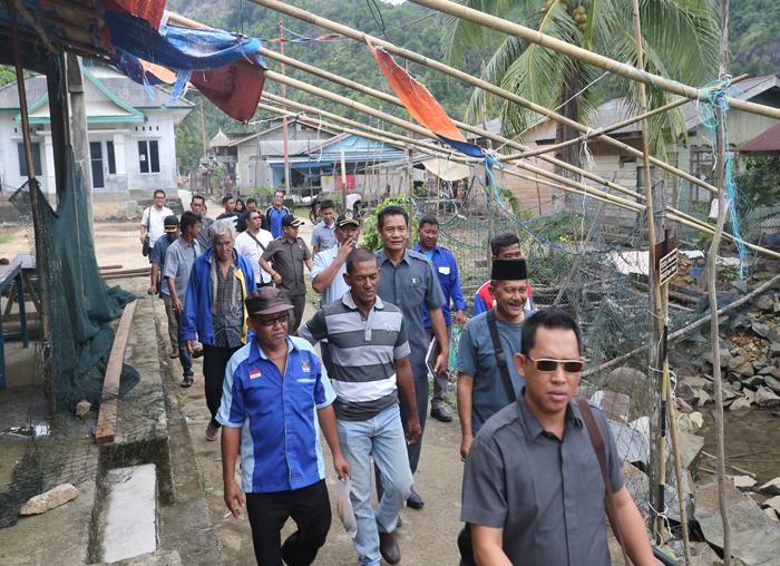 Anggota Pansus Nelayan saat berkunjung ke Desa Bayat untuk menampung permasalahan nelayan