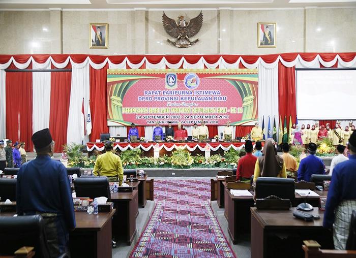 Paripurna Istimewa peringatan Hari Jadi Provinsi Kepulauan Riau ke-16 di Gedung DPRD, Pulau Dompak