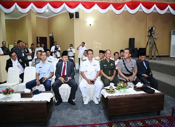 Sekretaris Daerah dan FKPD Kepri hadir dalam Paripurna Istimewa penyampaikan laporan Pansus LKPj