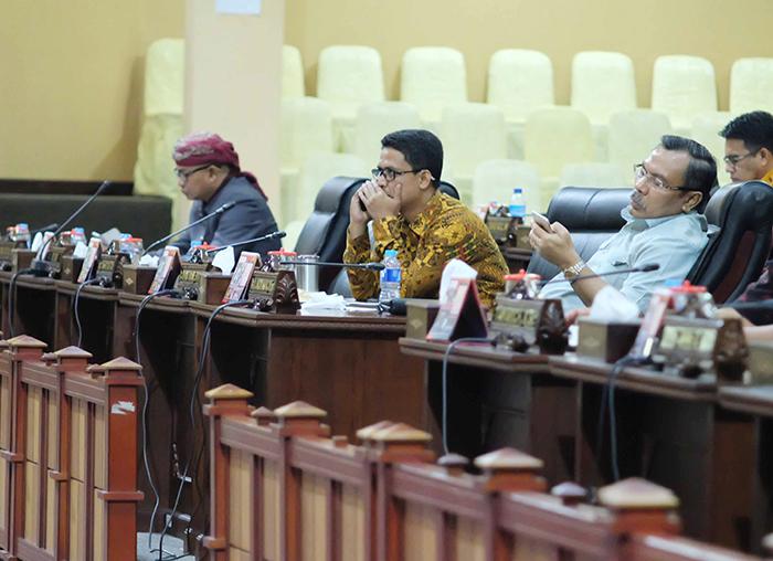 Anggota DPRD yang hadir dalam Paripurna laporan pansus terhadap LHP BPK RI