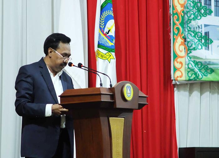 Ketua Pansus DPRD Kepri Ruslan Kasbulatov saat membacakan laporan akhir