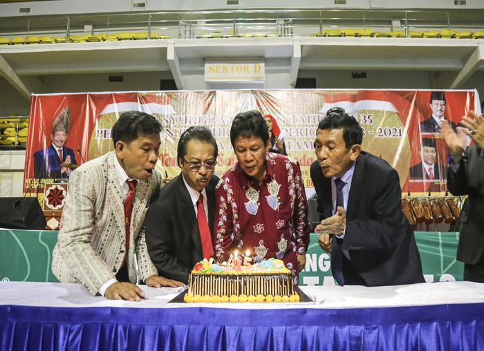Ketua Parna Batam Tumbur Manihuruk, Ketua Parna Kepri Jumaga Nadeak, Wakil Gubernur Kepri H. Isdianto dan Ketua Umum Parna Indonesia Letjen TNI (Purn) Corner Simbolon saat merayakan hari