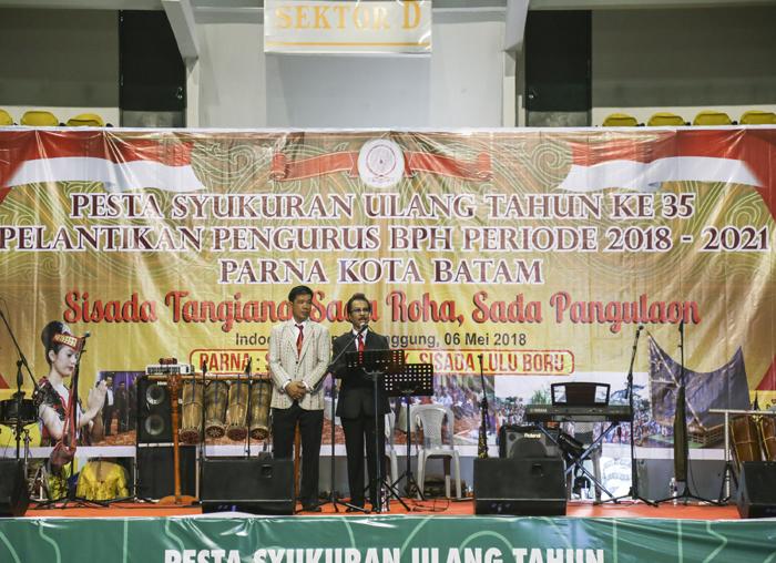 Ketua Parna Kepri Jumaga Nadeak, S.H saat memberikan kata sambutan didampingi Ketua Parna Batam Tumbur Manihuruk
