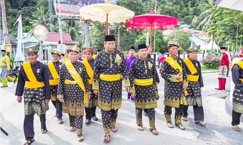 Bupati Anambas Abdul Haris dan Wakil Bupati Wan beserta istri dijemput oleh Ketua LAM di Kediaman