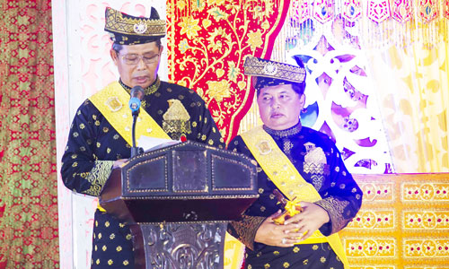 Datuk Setia Amanah dan Timbalan Datuk Setia Amanah memberikan kata sambutan.