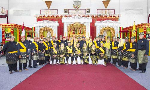 Pengurus LAM Kabupaten Kepulauan Anambas foto bersama usai pengukuhan.