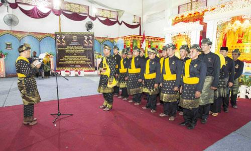 Sekretaris LAM Provinsi Kepri, Datuk Haji Raja Alhafiz membacakan SK Kepengurusan LAM Kabupaten Kepulauan  Anambas.