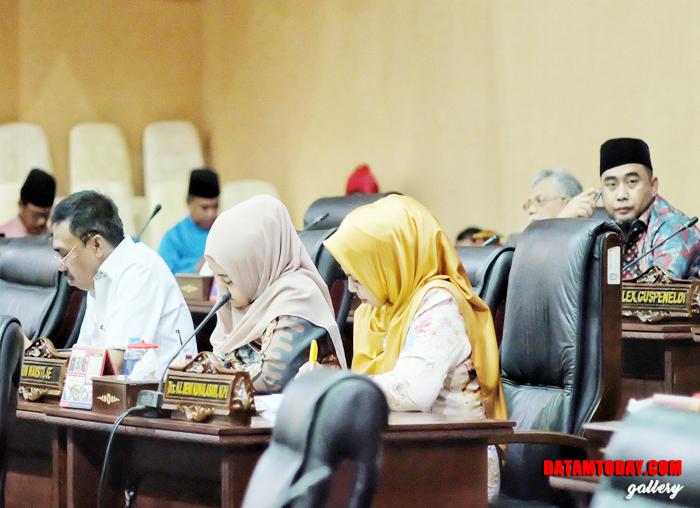 Anggota DPRD Kepri hadir dalam paripurna laporan akhir Banggar DPRD Kepri sekaligus pengesahan Perda APBD 2019