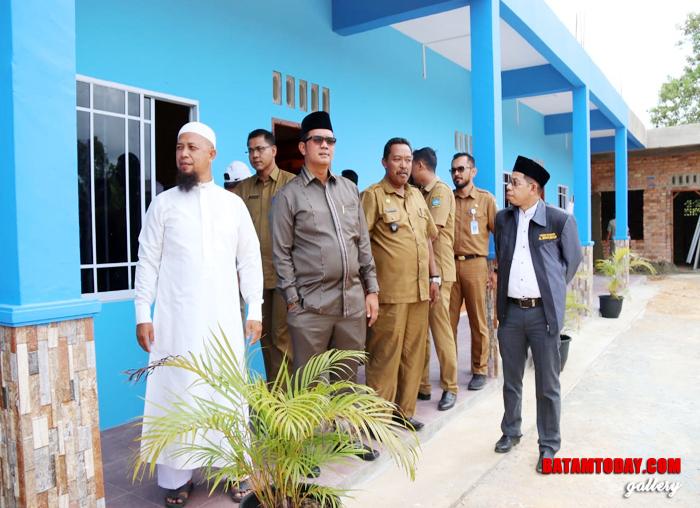 Bupati Bintan Apri Sujadi saat mengecek Pondok Pesantren Al Ikhsan