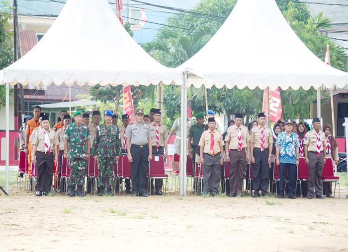 Instansi vertikal dan undangan lainnya mengikuti upacara dengan himkad di lapangan Sulaiman Abdullah