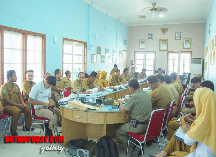 PPID Pembantu pada tiap-tiap OPD saat menghadiri rakor PPID triwulan III di aula kantor Bupati