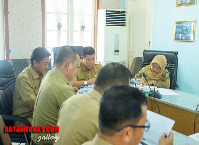 Perwakilan Dinas Komunikasi, Informatika dan Statistik Kabupaten Kepulauan Anambas saat mendampingi Bupati pada rakor PPID triwulan III
