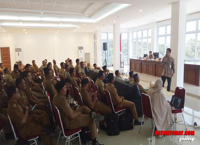 Wakil Ketua Komisi Informasi Provinsi Kepri, Ferry M. Manalu saat memberikan pemaparan saat rakor PPID triwulan I