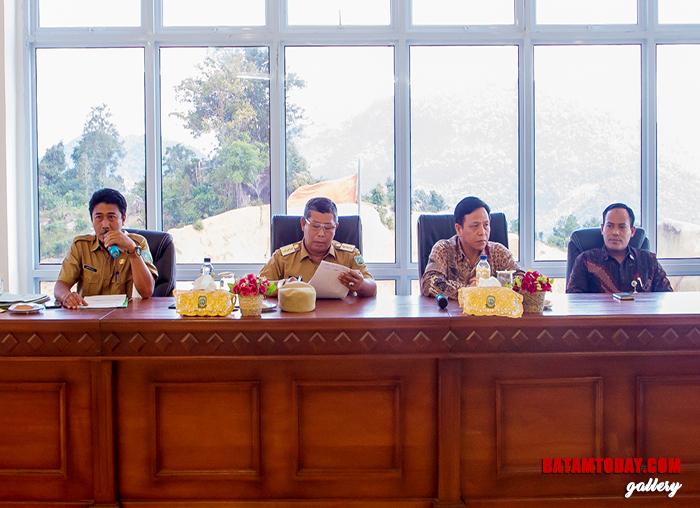 Kepala Dinas Komunikasi, Informatika dan Statistik Kabupaten Kepulauan Anambas, Japrizal saat Rakor PPID Triwulan I