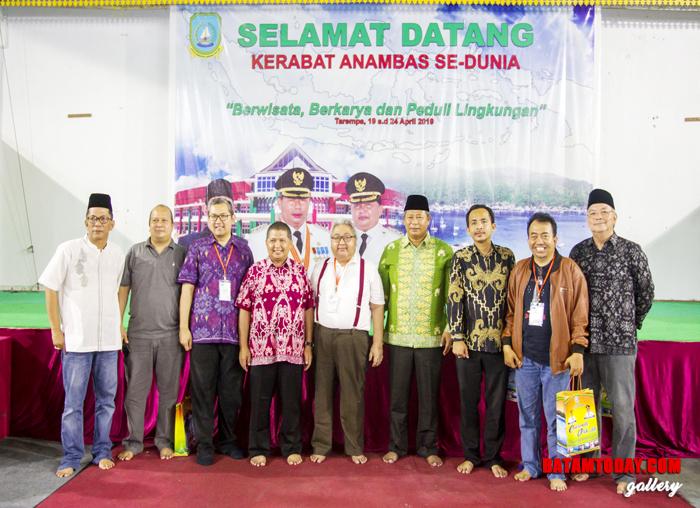 Abdul Haris dan Wan Zuhendra foto bersama dengan Penggagas Kerabat Anambas se-Dunia
