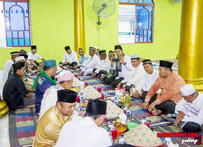 Rombongan safari Ramadan bersama masyarakat Desa Teluk Siantan saat berbuka puasa bersama