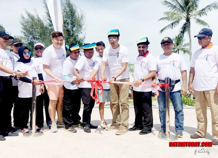 Kepala Dinas Pariwisata Bintan Luki Zaiman Prawira bersama panitia saat pembukaan Sail to Bintan 2018