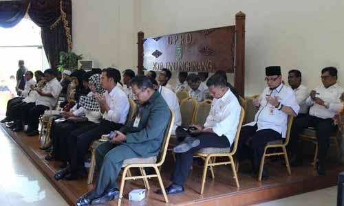 Jajaran Organisasi Perangkat daerah (OPD) Pemerintah Kota Tanjungpinang sedang mengikuti rapat Paripurna pengesahan Ranperda Hak Keuangan dan Administratif Pimpinan dan Anggota DPRD Kota Tanjungpinang menjadi Perda