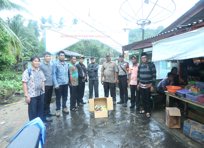 Anggota DPRD bersama Kadisperindag mengunjungi toko dipulau