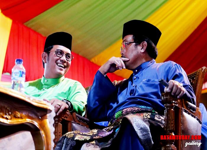 Bupati Bintan Apri Sujadi bersama Gubernur Kepri Nurdin Basirun dalam Pembukaan STQ Kepri di Bintan