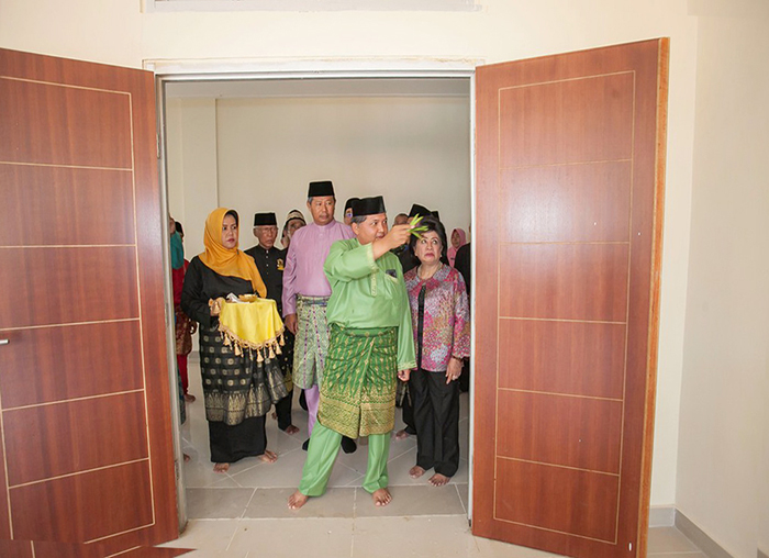 Wakil Bupati Anambas, Wan Zuhendra saat tepung  tawar kantor bupati Anambas