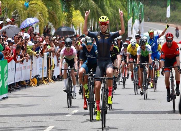 Peserta Tour de Bintan saat memasuki finish