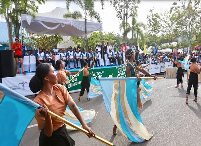 Tarian kreatif sebelum peserta Tour de Bintan dilepas