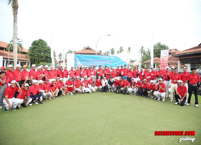 Seluruh Peserta Golf Turnament Adventures foto bersama