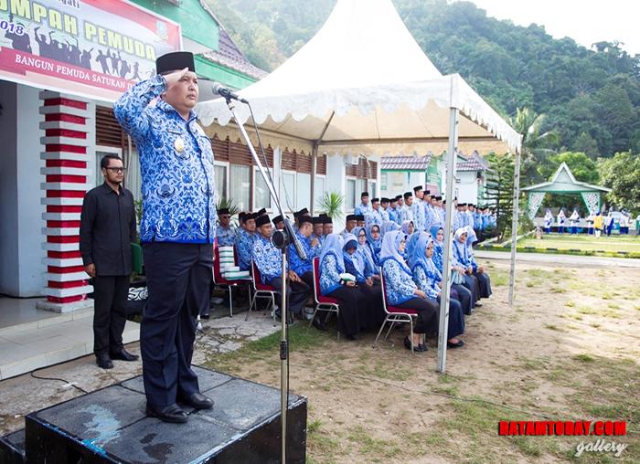 Wakil Bupati Anambas bertindak sebagai pembina upacara pada Hari Sumpah Pemuda