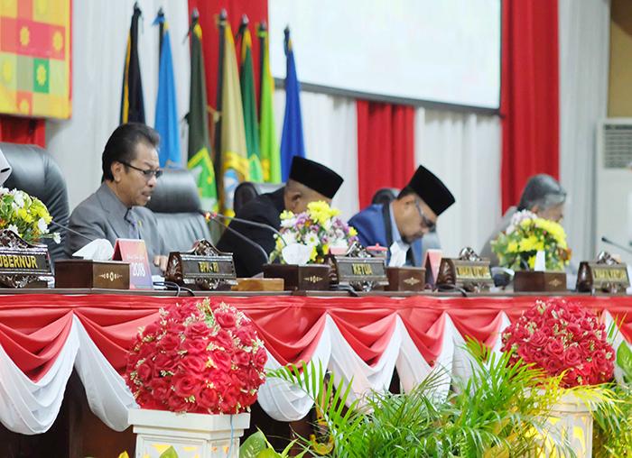Ketua DPRD Kepri Jumaga Nadeak membuka Paripurna Penyampaian Laporan BPK RI terhadap laporan keuangan Pemprov Kepri tahun 2017