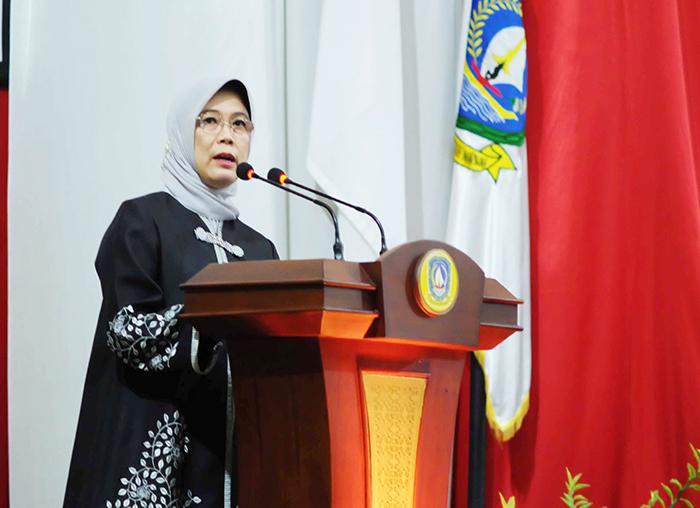 Anggota V BPK RI, Isma Yatun, menyampaikan laporan dalam Rapat Paripurna Istimewa DPRD Kepri