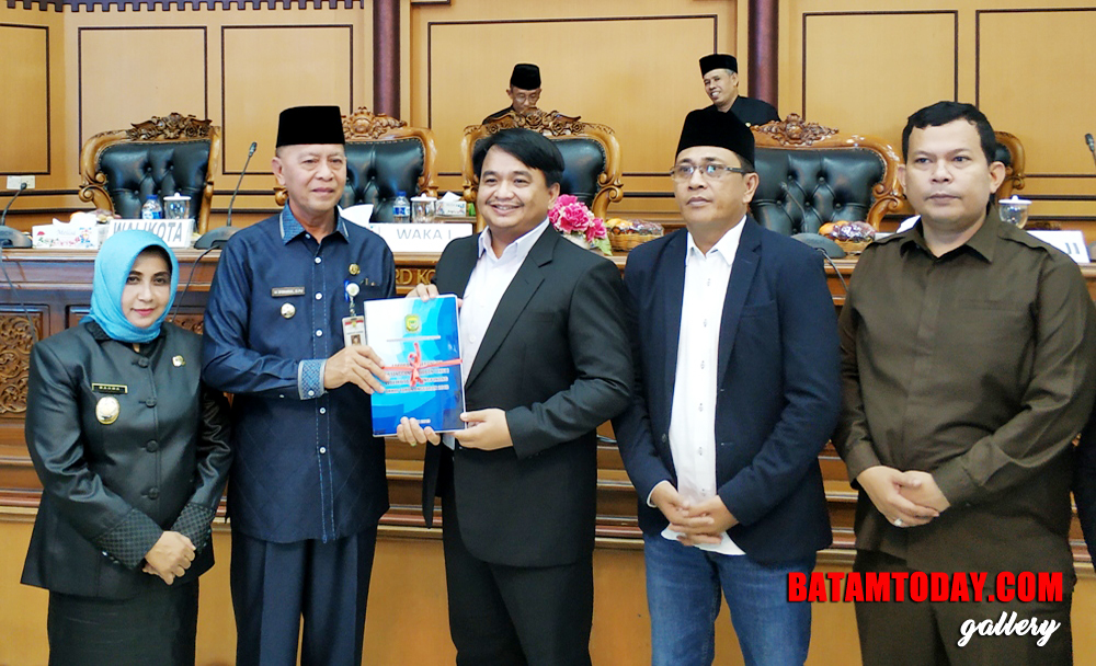 Wali-Kota-Tanjungpinang-Sampaikan-LKPJ-APBD-2018-1.jpg