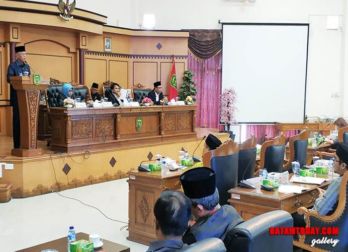 Suasana Sidang paripurna DPRD saat Wali kota Tanjungpinang H. Syahrul menyampaikan pidato pengantar penyerahan LKPJ