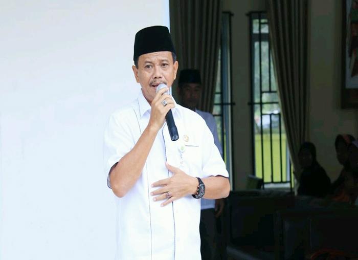 PJ Wali kota Tanjungpinang Raja Ariza Saat memberikan amanah pada pembagian Sembako do kelurahan Tanjung Unggat