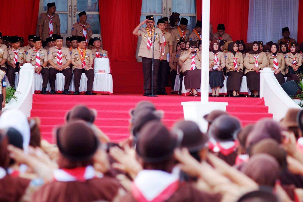 Gubernur Kepri, Nurdin Basirun menjadi Insprektur Upacara memperingati HUT Pramuka ke-56 di Gedung Daerah, Tanjungpinang
